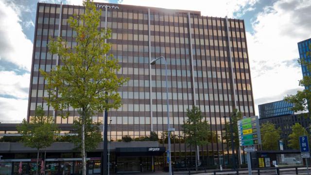 Airgate Zürich seitlich mit Eingang Zebrabox