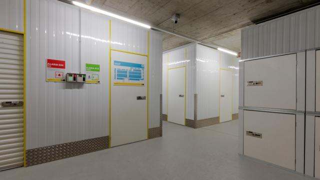 Eingangsbereich Lagerhalle Zebrabox Allschwil