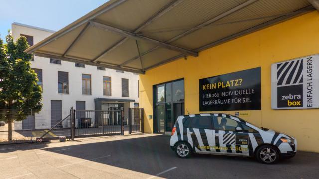 Frontseite Gebäude Zebrabox Therwil