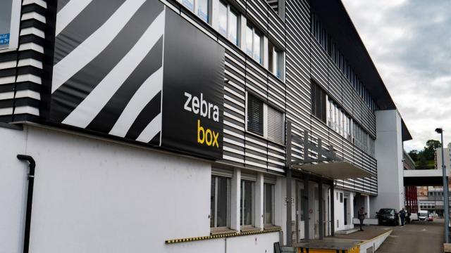Gebäude Zebrabox Schlieren seitlich
